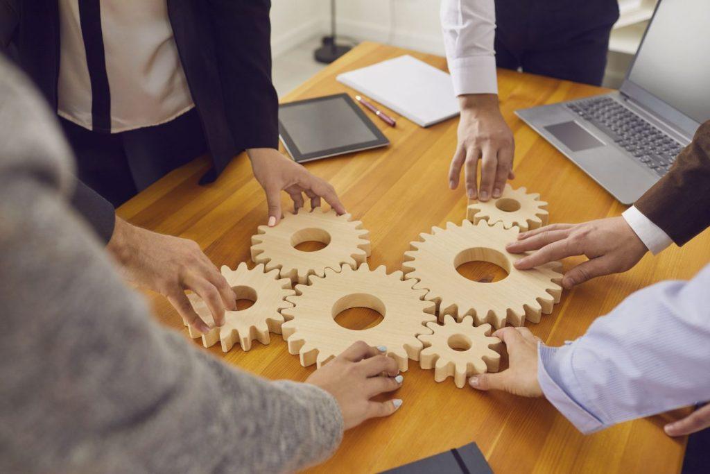 情シス業務を効率化する4つの方法を解説